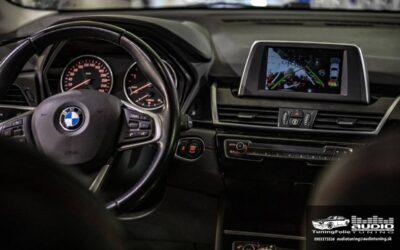 BMW 218 F45 parkovacia kamera carplay