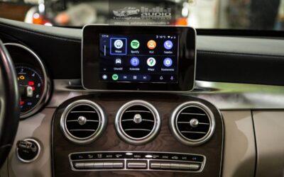 Mercedes-Benz C 200 montáž parkovacej kamery a autorádia