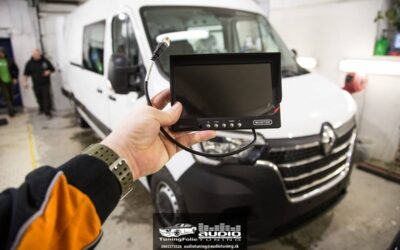 Montáž parkovacej kamery a LCD do Renault Master