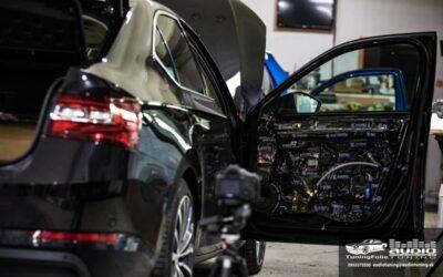 Škoda Superb 3 montáž reproduktorov a tlmenia
