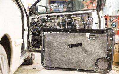 Tlmenie a montáž hudby v Toyote Corolle