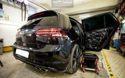 VW Golf 7 montáž tlmenia a odhlučnenia