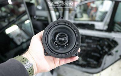 Ozvučenie a tlmenie BMW 216.